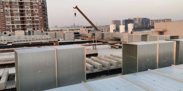 一管通通风管道制造公司:江阴净化车间有机排风工程施工中